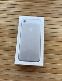 Apple iPhone 7 silver 32gb, новый в коробке Круглое