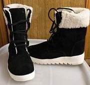Ботинки черные, зимние с мехом, новые, на р.35 Брест